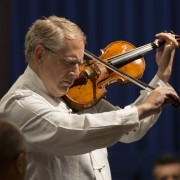 Shlomo Mintz playing Beethoven Concerto